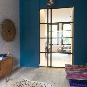 Interieur idee met stalen deur