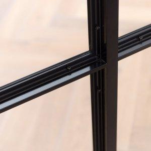 Stalen deur hoekprofiel zichtbaar geschroefd
